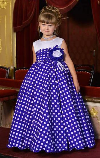 2a81e5b0e8d Αλλά για τα κορίτσια 10-13 χρόνια είναι ήδη δυνατό να επιλέξετε φορέματα  σχεδόν